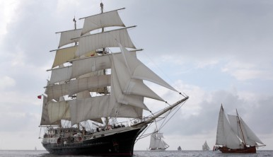Tall Ship Tenacious under sails
