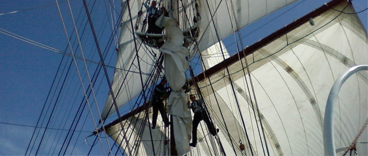morgenster-windseeker-adventure-journey-tall-ship-races-sail-training-on-board-adventure-trainees-climbing