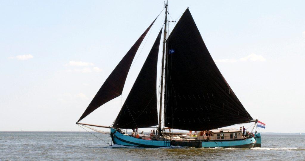 Confiance sailing ship Windseeker