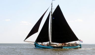 Confiance sailing ship Windseeker